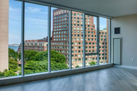 Exciting new high rise boutique residence with concierge and harbor views set along the Rose Kennedy Greenway. Imagine the opportunity to enjoy downtown living with fabulous restaurants, shopping and nearby parks and public walkways. This three bedro...