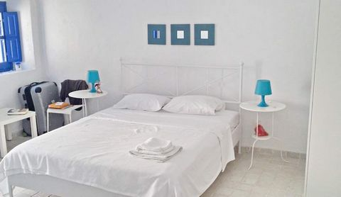 SANTORINI Mesaria, detached house 146 sq.m. in 1 level, ground floor with 2 bedrooms, bathroom, autonomous heating recently renovated. Traditional bioclimatic cave house with a long history House renovated in 2012. It is located in the traditional vi...