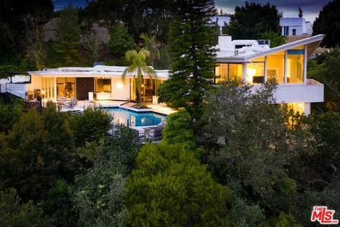"Detailed Description: Finest development offering situated in Bel Air's Billionaires row. Villa Fontante sits directly across from the upcoming mega mansion ""The One"", and is only minutes from Bel Air Country Club, UCLA, Westwood, Beverly Hills and m..."
