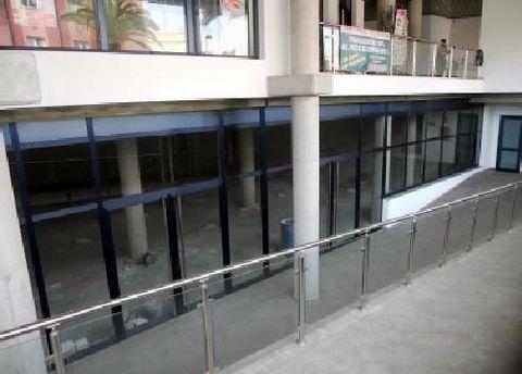 Te ofrecemos esta oportunidad única de crear tu negocio: local de entidad bancaria ideal para destinar a una cafetería. Se encuentra ubicado en la planta semisótano de un edificio de nueva construcción, en la zona centro de Barlovento con todos los s...