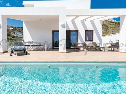 Wonderful villa for holiday let. 2 Bedrooms, 2 bathrooms, central air conditioning, terraces, infinity pool and sea view.