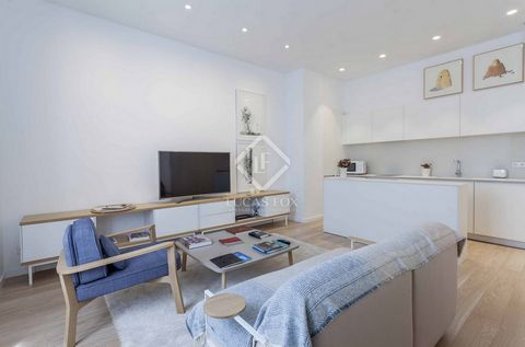 The property is located in a unique building in the Sant Francesc neighbourhood. With a brand-new renovation, the property presents luxury quality materials and furniture. It has a double bedroom with a private bathroom and a large dressing room. The...