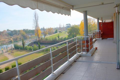 Apartment Stage 2, View rivière, position EST, General condition excellent, Kitchen ind équipée, Heating Individuel , Hot water Separate, Living room surface 25,1 m², Total surface area 98 m² Bedrooms 3, Bath 1, Shower 1, Toilet 2, Terrace 2, Garage ...