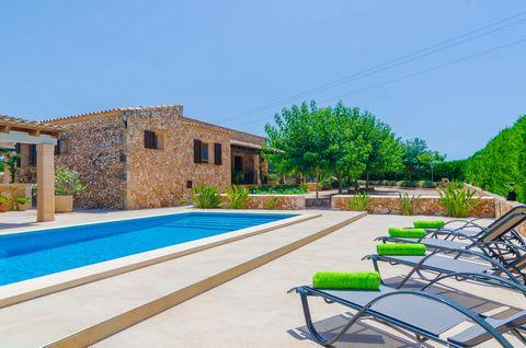 Les damos la bienvenida a esta maravillosa casa de campo, para 4 personas, situada entre Vilafranca de Bonany y Manacor. Los exteriores son maravillosos. Junto a una preciosa piscina de cloro, -de 8 x 4 m y con una profundidad de 0.2 a 1.7 m-, les ac...
