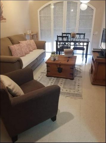 Just 2 minutes from the border this ground floor 3 bed 1 bath apartment is available to let on a fully furnished basis and pets are not allowed. ADSL included.