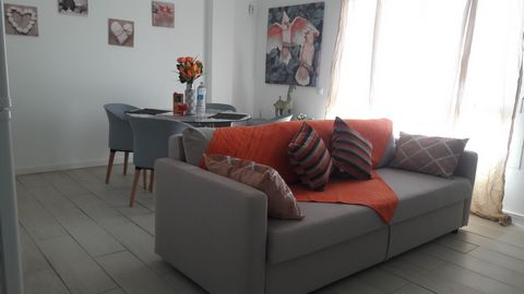 Your holidays in Fuerteventura. Corralejo downtown. Close to shops, bar and restaurants. 300 m bus stop. 400 m from the sea. Completely renovated apartment, quiet, cozy and perfect for families and couples. 1 double bed, 1 single bed, sofa bed for 1 ...