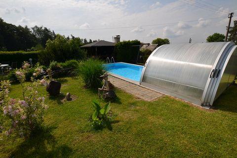 Dworek Vendy znajduje się w odległości 20 km na zachód od miasteczka Turnov, w miejscowości Končiny. Do dyspozycji gości tego wolnostojącego domu oddany jest kryty basen, podgrzewany energią słoneczną. W zamkniętym ogrodzie, graniczącym z pobliskim l...