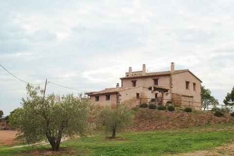 Masía del S. XVII completamente restaurada ubicada en la comarca del Bages en el interior de Cataluña. Muy bien comunicada. Se encuentra tan solo a 30km. de la emblemáticas montañas de Montserrat. La masía dispone de 3 alojamientos rurales con capaci...