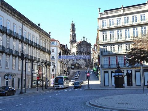 """Building with """"Traça"""", partially LEASED. Portugal, Porto, Historic Area. Beautiful Old """"Traça"""" architectural building, in the center of the city of Porto, for sale in a historical area, partially rented, mostly unoccupied. With charm, old architectur..."""