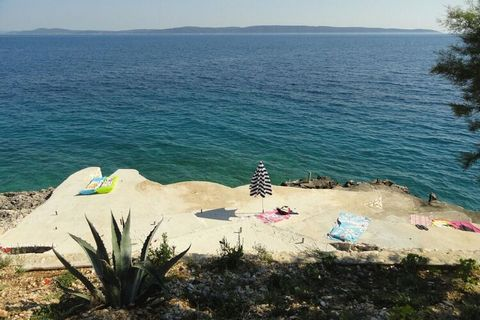 This holiday home on the second floor with 2 bedrooms is part of a wonderful seaside town in Okrug Gornji and is ideal for a small family or a group of 4. Only 0.3 km away from the Bocici seabeach, it also has a furnished garden and balcony for relax...