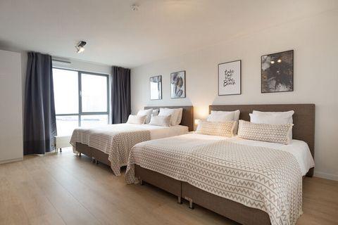 Dit prachtige 3-kamer penthouse appartement, met twee badkamers, maakt onderdeel uit van het Nautisch Centrum Scheveningen, gelegen aan de tweede binnenhaven van Europa's grootste en mondaine badplaats Scheveningen, op slechts 15 minuten afstand van ...