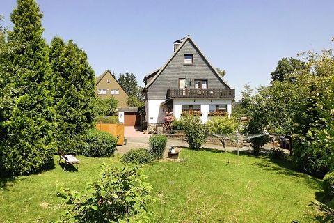 Diese ansprechende Ferienwohnung liegt zentral und ruhig im Ferienort Langewiese in den Hochlagen des Sauerlandes. Sie ist gemütlich eingerichtet und verfügt über eine komfortable Ausstattung. Sehr schön ist auch der dazugehörige Garten mit Grillkami...