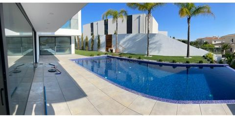 Luxury 4 Bedroom Villa, recently built, located in a prime and privileged areaclose to the beaches and Albufeira, within walking distance of São Rafael beach. Built Area :424 sm Plot Area: 810 sm The Villa will be equipped and finished to the highest...