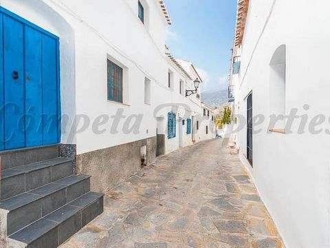 A recently renovated townhouse situated near the main square of Canillas de Albaida. This property comprises of an open plan lounge/dining room and a fully fitted kitchen on the ground floor. Stairs lead from the kitchen to the first floor where ther...