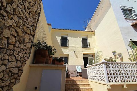 Beautifully renovated townhouse for sale in the village of Senija. This spacious 3 bedrooms, 2 bathroom property has been fully renovated with very good taste into a traditional spanish-style townhouse. . . Ground floor: Open plan living/dining room ...