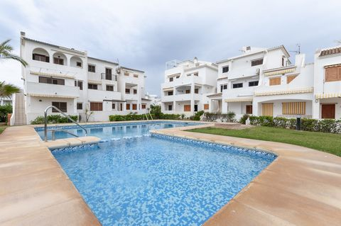 Welcome to this fantastic apartment for 6 people, with communal pool and in front of Oliva Nova beach. Touching the sea, this cosy complex has such a marvelous communal exteriors that include a large lawn area and a chlorine pool. After having swam i...