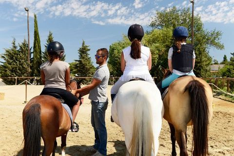 This spacious holiday resort enjoys a green location around 3 km from the centre of the lovely town of Arles. It's situated between the cities of Nimes and Marseille, near the Camargue with its white horses and flamingos. The vast sandy beaches of Le...