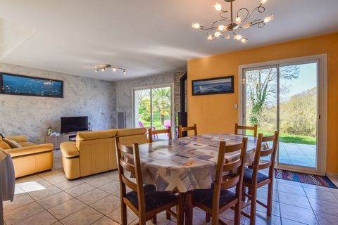 Located 1 km away from the sandy beach of Les Sables-d'Or-les-Pins, this holiday home in Brittany is ideal for a relaxed family vacation with a host of outdoor activities available nearby. With 3 bedrooms, this vacation home can house 6 people. Known...