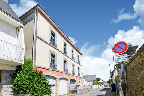 Situated only 100 m from Atlantic, this apartment in Lozen has a living-bedroom with double sofa bed to host a small family of 2 or a couple. It offers a central heating, shared terrace and barbecue. The place is ideal for walks on the cliff paths. Y...