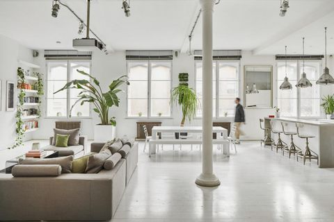 A stunning first-floor apartment in a former Victorian warehouse in the heart of Clerkenwell. The property has recently been renovated on a project by DSP Architecture and consists of a huge and bright living room with a dining area and open kitchen,...