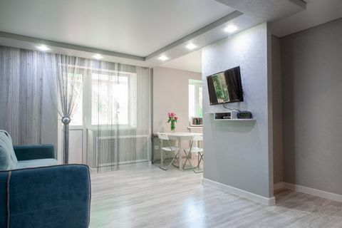 Rent 2 bedroom studio apartment in the center of the city of Shahty. Within walking distance of a grocery supermarket, amusement park, educational institutions, hospital, sports palace. The house is located in the depths of the courtyard, the noise o...