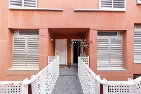 ¡Tu oportunidad en el municipio de Adeje en Tenerife! ¿Imaginas tener tu propio hogar? En Sunset Home no imaginamos, lo hacemos. Te presentamos este Dúplex de dos habitaciones, dos baños con garaje y trastero incluidos. Se vende semi amueblado listo ...