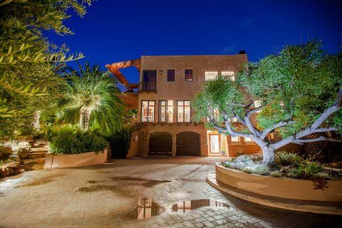 Casa Loma Metisse Explore o prazer infinito desta Malibu Canyon Estate em Private Elegant Country Living Style. No planalto de 5 acres em uma comunidade fechada, uma vila italiana com uma magnífica vista de 220 graus do céu se funde com o oceano azul...