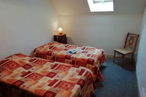 Appartement (90 m) entièrement rénové situé au milieu dune campagne paisible.