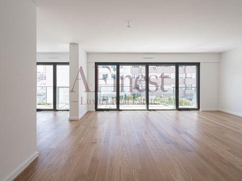 FINALIZADO | PRONTO A ESCRITURAR JÁ EM JUNHO 2021 | ULTIMAS UNIDADES Apartamento T4 DUPLEX ao nível dos pisos 5 e 6 inserido em prédio novo nas Laranjeiras, com 6 pisos e um total de 14 apartamentos e uma loja ao nível do piso 0. Este apartamento con...