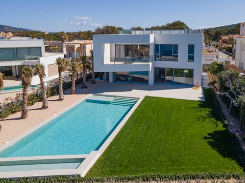 Fantastic, tasteful new build villa not far from the fashionable marina Port Adriano. On the ground floor there is a living/dining room with open designer kitchen, a utility room, a guest toilet and access to the cellar as well as to the well-kept ga...