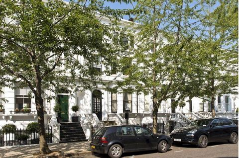 Apartment on the top floor of a small Victorian-style building on Palace Gardens Terrace, one of the most exclusive streets in Kensington. The property has been recently renovated and includes a large living room with an open kitchen, two bedrooms an...