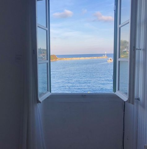 For sale a first floor apartment of 78 sq. m. in the area of Gaios, on the wonderful island of Paxos. It consists of a sitting room, a separate kitchen, 2 bedrooms, 1 bathroom and a storage room, while it needs renovation. The apartment has a great v...