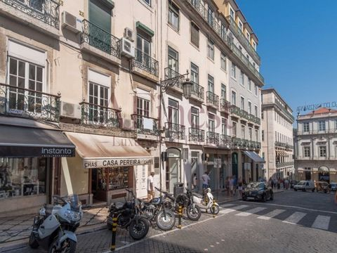 Excellent commercial space in the heart of Lisbon, with the possibility of being transformed into luxury apartment