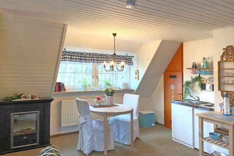 This large apartment with 1 living/bedroom and 2 bedrooms is located on the first floor of a well-maintained house in Weißenbrunn. Ideal for a family or a group of 6, there is an open room layout, a slightly sloping roof and decorative fireplace to g...