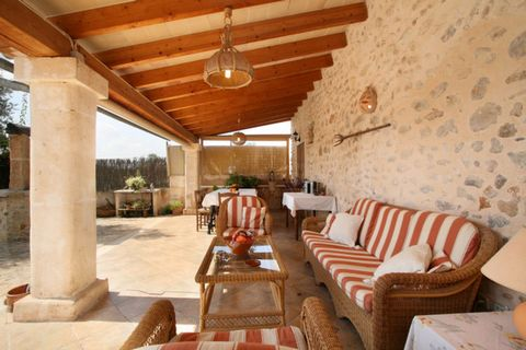 Welcome to this lovely house situated in the north of Mallorca, near Búger. the traditional renovated country house is furnished with traditional Majorcan furniture. This house has seven bedrooms, five bathrooms and a cozy kitchen that absolutely ref...