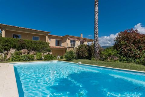 Located in Sant'Andréa-d'Orcino, this lovely villa has 3 bedrooms, which can accommodate 6 people. Ideal for a large family, this property offers beautiful sea views and features a private swimming pool, where you can take a refreshing dip. Sea is ju...