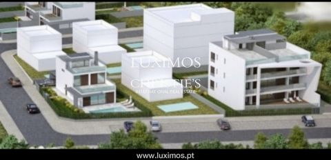 House under construction, with wonderful views of the Ria Formosa and the sea . Great finishes, pool and roof terrace . Just 5 minutes from Tavira , next to the trails of the Ria Formosa Natural Park , 700m from a river beach , 5 minutes from the wel...