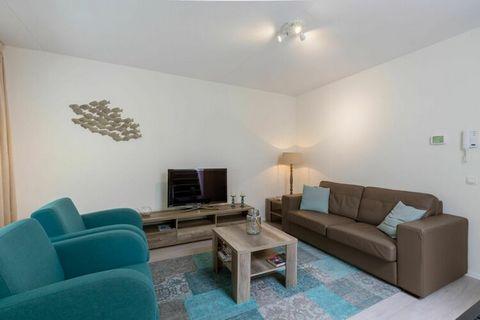Uniek gelegen aan de voet van duinknooppunt Dishoek vindt u dit sfeervolle 6-persoons appartement. Het appartement is van alle gemakken voorzien voor een onbezorgde vakantie en is rustig gelegen in de natuur. In een paar minuten (250 meter) ben je op...