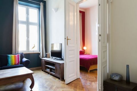 Jest to duży apartament w bloku mieszkalnym w czarującym Krakowie. Idealne miejsce na zorganizowaną wycieczkę do Krakowa z grupą przyjaciół lub dużą rodziną. Ale także mniejsze towarzystwo będzie sobie cenić pobyt w tej akomodacji. Goście zamieszkują...