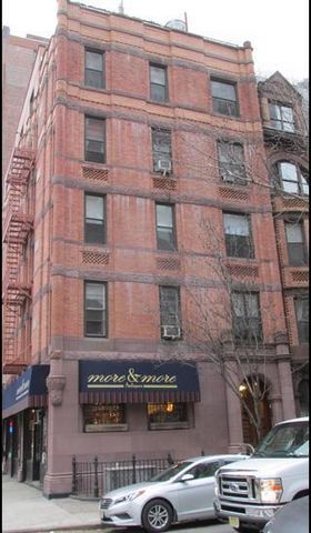 Bright And Beautiful Studio With Dining Alcove. Amenities Include Hardwood Floors, Crown Molding, Stainless Steel Appliances, Dishwasher, And Microwave. Located Near Central Park And The 1 Train At 79th Street And Broadway.