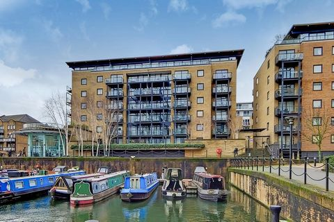 Apartment with bright living room and access to a private balcony overlooking the Limehouse marina, perfect for relaxing in the hot season, the kitchen has been recently refurbished to a high standard with sealed quartz counter tops and Siemens appli...