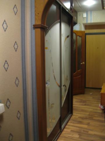 Продаю просторную однокомнатную квартиру с отличным ремонтом в самом центре города. В квартире сделан качественный ремонт на полу ламинат, потолки подвесные, двухуровневые, окна пластиковые, с/у раздельный, кафель. Очень просторная ванная комната - 5...