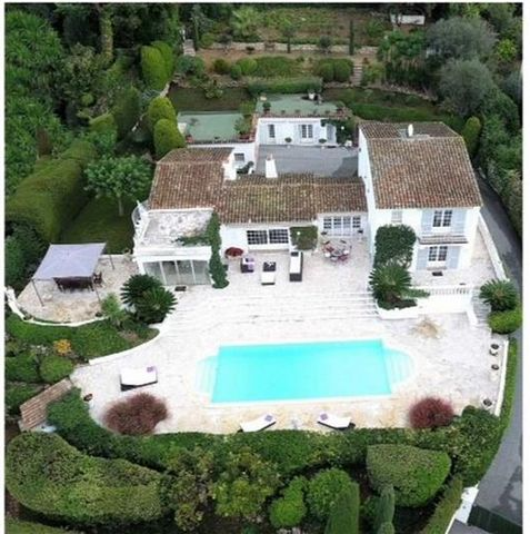 Superb 4 Bedroom Villa with guest annexe in Mougins France Euroresales Property ID – 9824825 Property information: Charming Provencal villa on the French Riviera located in a residential gated domain above Cannes. South west facing with beautiful sun...