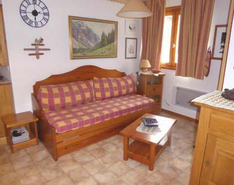 La résidence la Combe est située Route de la Buidonnière dans la station de ski d'Aussois en Savoie. Construite de pierre et de bois avec toiture en lauzes traditionnelles, cette jolie résidence est située à 500 mètres des remontées mécaniques. A not...