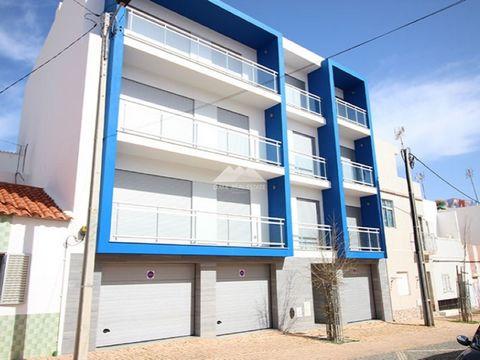 Prédio c/ 6 apartamentos e 6 garagens em Monte Gordo. Prédio contêm 6 apartamentos (3 apartamentos - T1 e 3 apartamentos - T2) todos eles mobilados, cada fração tem 1 garagem (6 garagens em total) com saída directa para o exterior a Sul ou Norte. Ter...