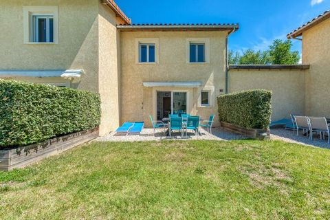 This 2-bedroom spacious holiday home offers a peaceful stay for 6 guests, both for families with children or groups, amid the idyllic countryside in a residential area. Beat the heat in style in the private swimming pool at your disposal while a priv...