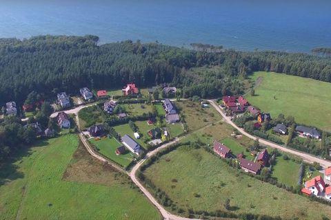 Szwedzkie domki nad polskim morzem – idealne do spędzenia fantastycznych wakacji w gronie rodziny i przyjaciół, wygodnie wypocznie tu 5 osób. Każdy domek posiada na parterze salon z wyposażonym aneksem kuchennym, łazienkę oraz taras, na piętrze 2 syp...