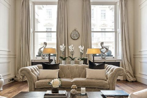 Gorgeous duplex apartment in a period building in the heart of Belgravia. The property has been completely renovated and consists of a large and bright living room, dining room, kitchen, balcony, study, three bedrooms, three bathrooms and a patio. Ex...