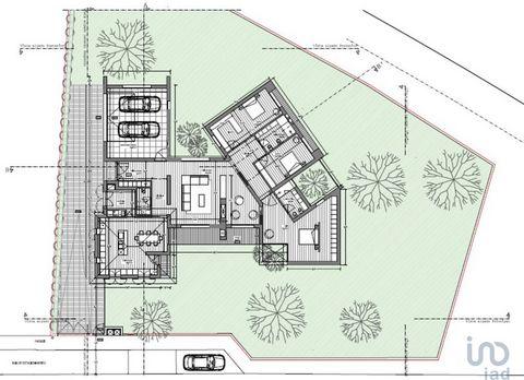 Terreno com 1380 m2 em Ovar e com projeto aprovado para construção de moradia T3 térrea. Apenas a 2 km do centro da cidade e a 7 km da praia do Furadouro, encontra neste terreno a possibilidade de iniciar de imediato a construção da sua moradia. Área...