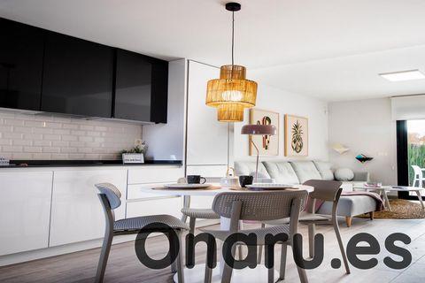 Estas magníficas propiedades forman parte de un nuevo desarrollo de casas adosadas modernas en La Canadá, San Miguel de Salinas, a solo 40 minutos en coche del aeropuerto de Alicante. Puede elegir entre 2 o 3 dormitorios, cada uno con 2 baños, y una ...